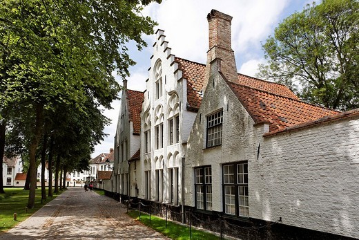 Houses in the Beginen yard, Brugge, Flanders, Belgium : Stock Photo