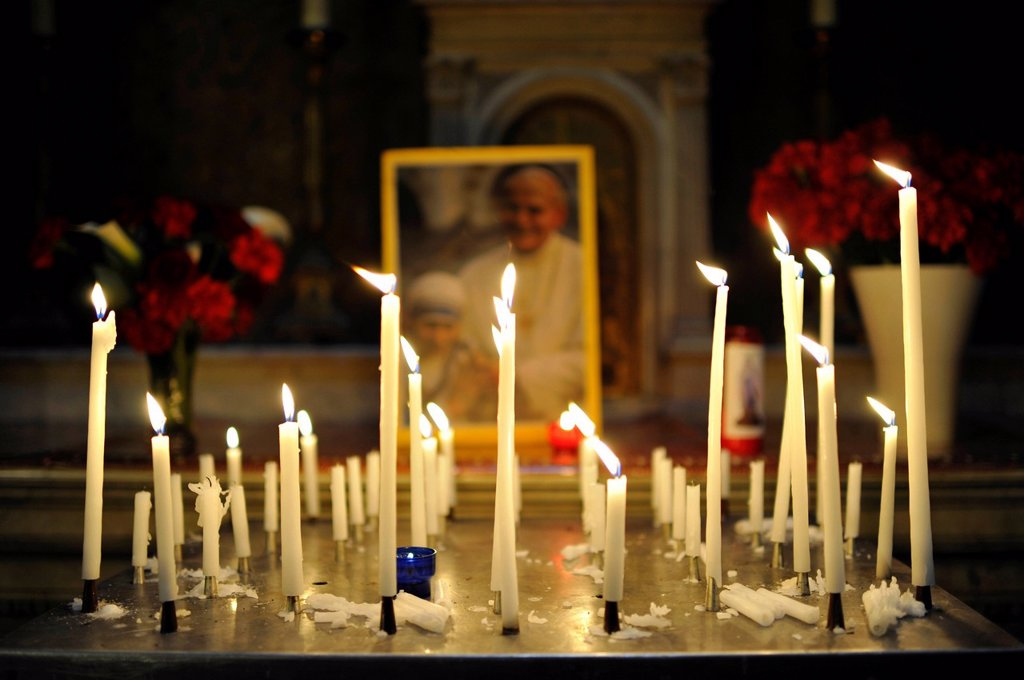 Stock Photo: 1848-595294 Votive candles in front of a photo of Pope John Paul II with Mother Teresa, parish church Église de la Madeleine, Sainte_Marie_Madeleine, St. Mary Magdalen, Paris, France, Europe
