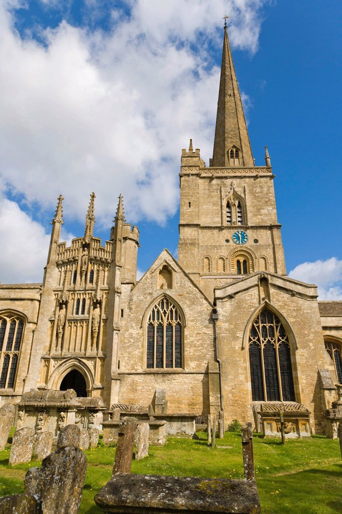 Church of England parish church of Saint John the Baptist, Burford, Cotswolds, West Oxfordshire, England, United Kingdom, Europe : Stock Photo