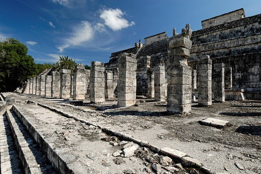 Templo de los Guerreros, temple of the warriors, Maya and Toltec archeological site Chichen Itza, new worldwonder, Yucatan, Mexico : Stock Photo