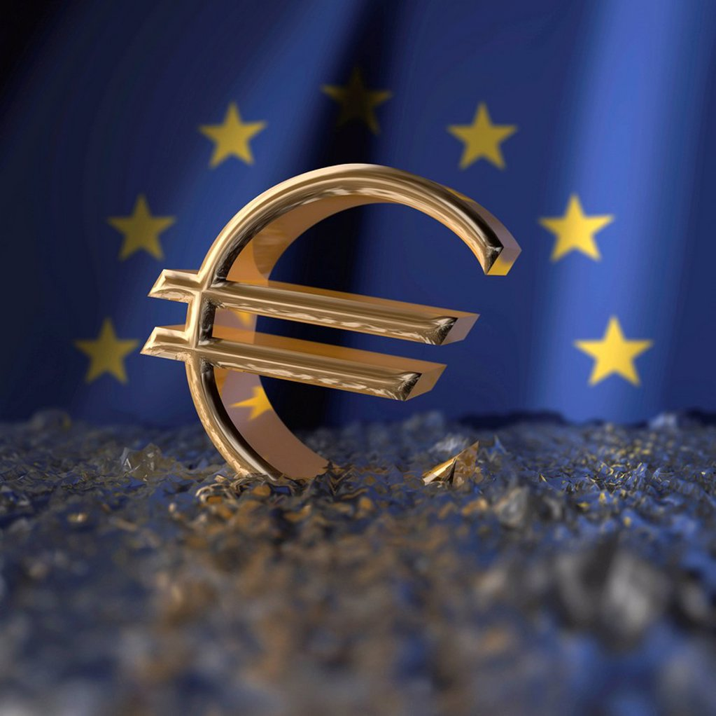 Stock Photo: 1848-596739 Euro sign in front of an European flag