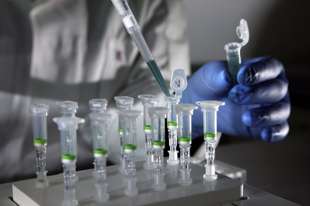 Kriminaltechnisches Institut, KTI, Forensic Science Institute, DNA analysis, trace carriers are examined for DNA evidence, police, Landeskriminalamt, LKA, State Criminal Police Office, North Rhine_Westphalia, Germany, Europe : Stock Photo