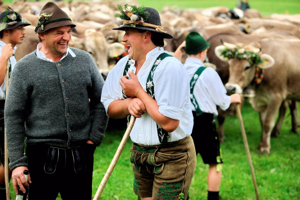 Cowherds, men wearing traditional costume during Viehscheid, separating the cattle after their return from the Alps, Thalkirchdorf, Oberstaufen, Bavaria, Germany, Europe : Stock Photo