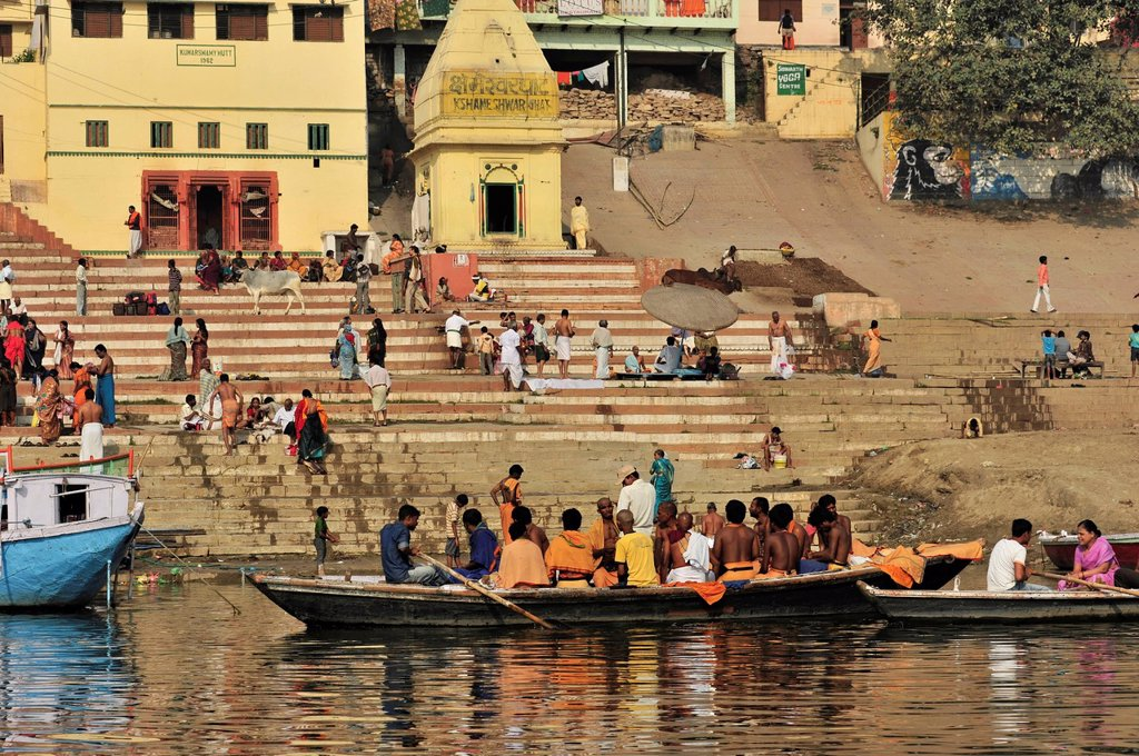 Stock Photo: 1848-598099 Believers in boats on the Ganges river, Varanasi, Benares, Uttar Pradesh, India, South Asia