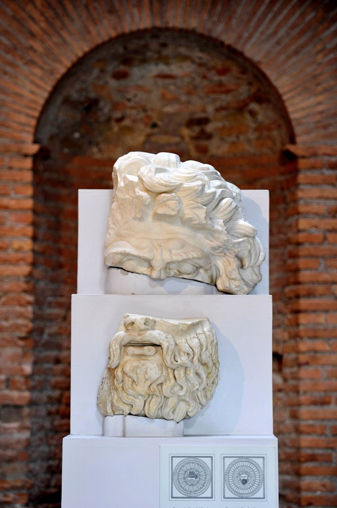 Fragments of the head of the god Jupiter from the attic of the portico to the Forum of Augustus, Museum of the Imperial Forum, Museo dei Fori Imperiali, Trajan´s Market, Rome, Lazio, Italy, Europe : Stock Photo