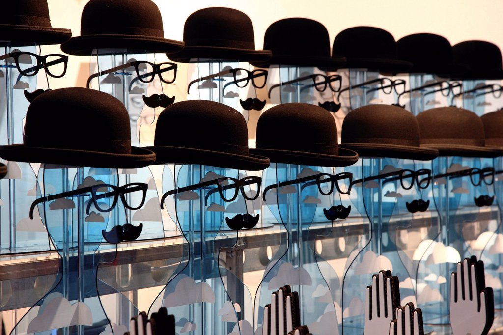Stock Photo: 1848-599667 Heads as decoration for opticians at the Euro Shop 2011 trade fair for shopfitting, furnishing, visual advertising, merchandising, exhibition stand construction, design, sales events, decoration, Duesseldorf, North Rhine_Westphalia, Germany, Europe