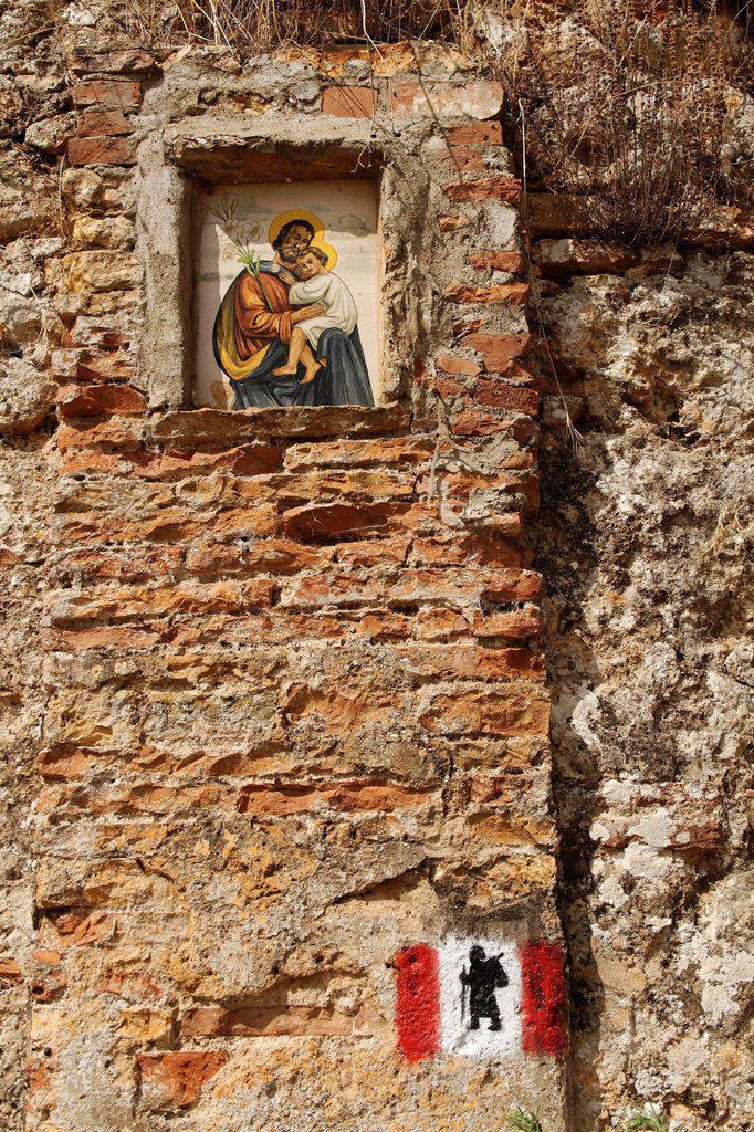 Stock Photo: 1848-600232 Route marker of a hiking_path and shrine near Castello della Chiocciola, Province Siena, Tuscany Italy