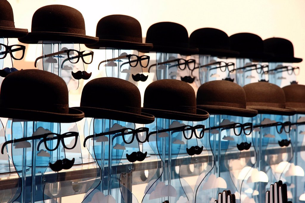 Heads as decoration for opticians at the Euro Shop 2011 trade fair for shopfitting, furnishing, visual advertising, merchandising, exhibition stand construction, design, sales events, decoration, Duesseldorf, North Rhine_Westphalia, Germany, Europe : Stock Photo
