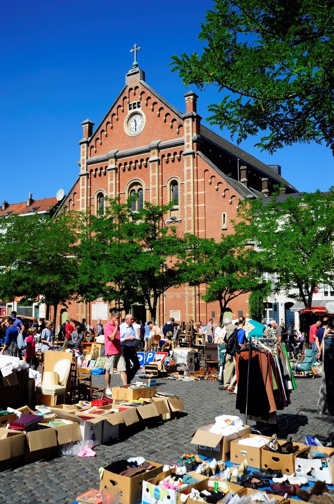 Stock Photo: 1848-602330 Flea market at the Place du Jeu de Balle or Vossenplein square, in front of Immaculee Conception church, Les Marolles, Marollen quarter, city centre, Brussels, Belgium, Benelux, Europe