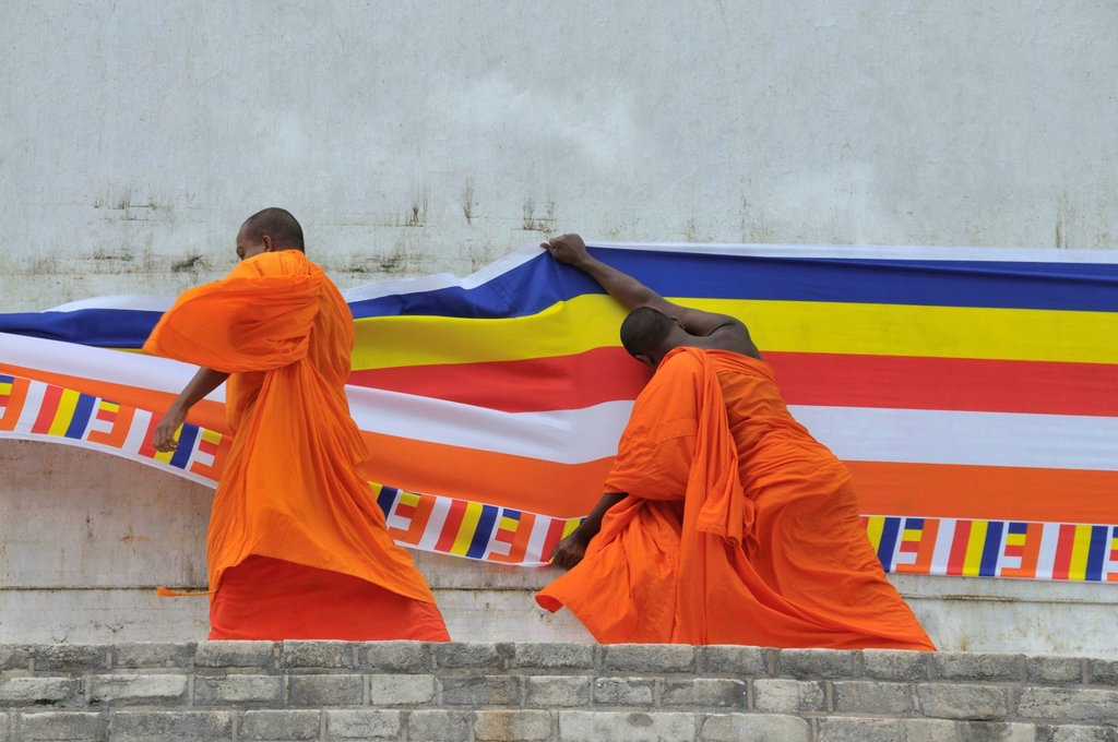 Puja, long cloth, 300 metres, Buddhist flag is draped around the Ruvanveli Seya Dagoba or Ruwanweliseya Dagoba, Anuradhapura, Unesco World Heritage Site, Sri Lanka, Ceylon, South Asia, Asia : Stock Photo