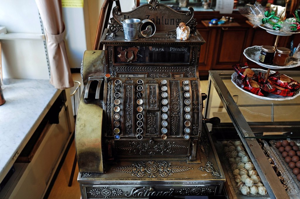 Old cash register from 1898 in Café Suesses Loechle, Friedrichstrasse 14, Lahr/Schwarzwald, Baden_Wuerttemberg, Germany, Europe : Stock Photo