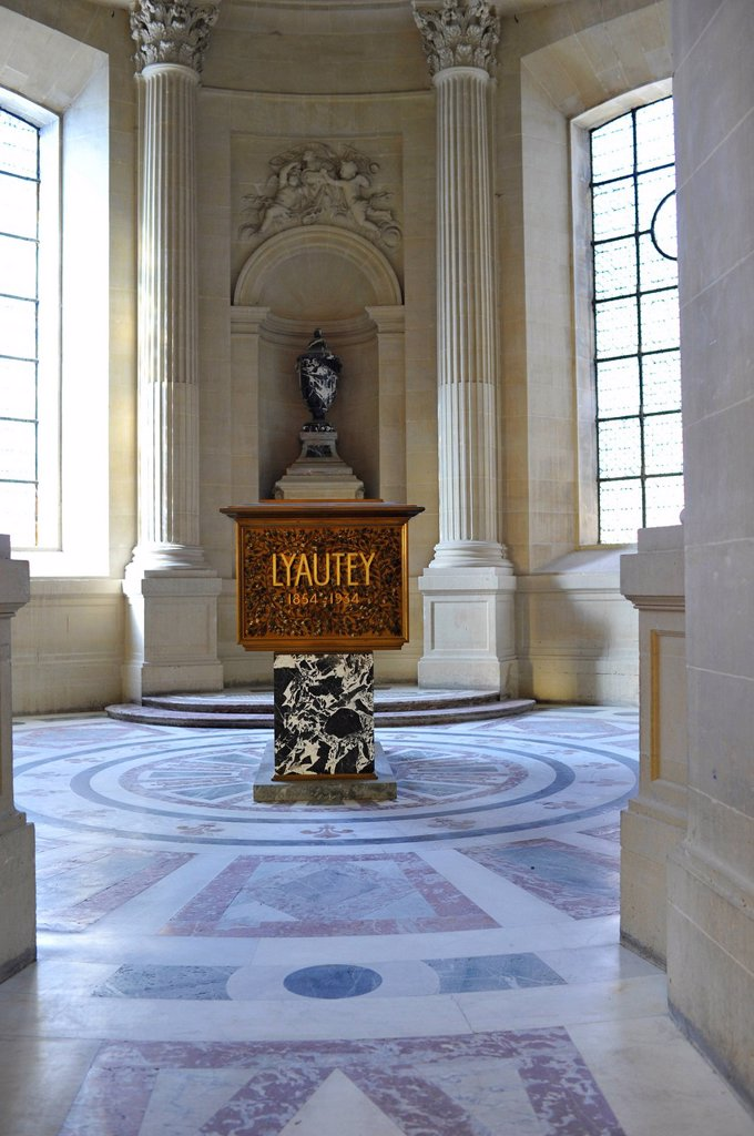 Stock Photo: 1848-603498 Tomb, sarcophagus of Marshal Hubert LYAUTEY, Dome des Invalides or Eglise du Dome church, Napoleon´s tomb, Paris, France, Europe