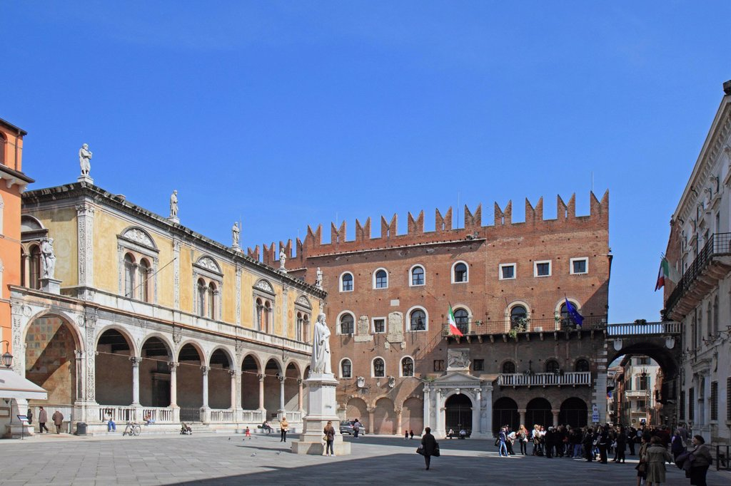 Stock Photo: 1848-603868 Piazza dei Signori square with the historic town hall, the Cangrande palace and the statue of Dante, Verona, Veneto region, Italy, Europe