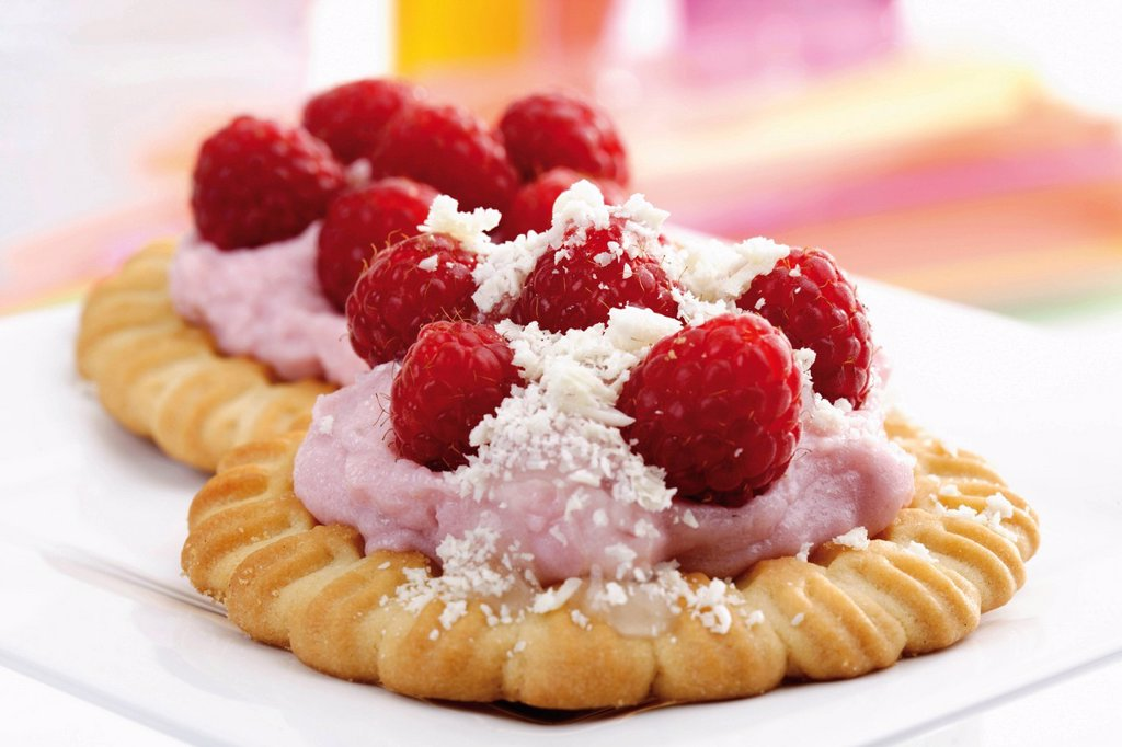 Stock Photo: 1848-603975 Raspberry tartlets