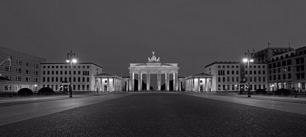Stock Photo: 1848-604334 Morning at the Brandenburg Gate, Pariser Platz, Berlin, Germany, Europe