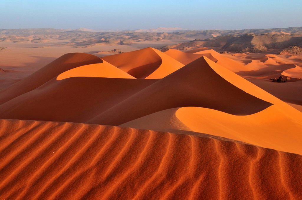 Stock Photo: 1848-604704 Red sand dune at Tin Merzouga, Tadrart, Tassili n´Ajjer National Park, Unesco World Heritage Site, Algeria, Sahara, North Africa