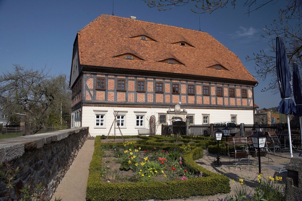 Stock Photo: 1848-605066 Faktorenhaus, traditional half_timbered house, register office, museum, tourist information, cottage garden, farm, Eibau, Saxony, Germany, Europe
