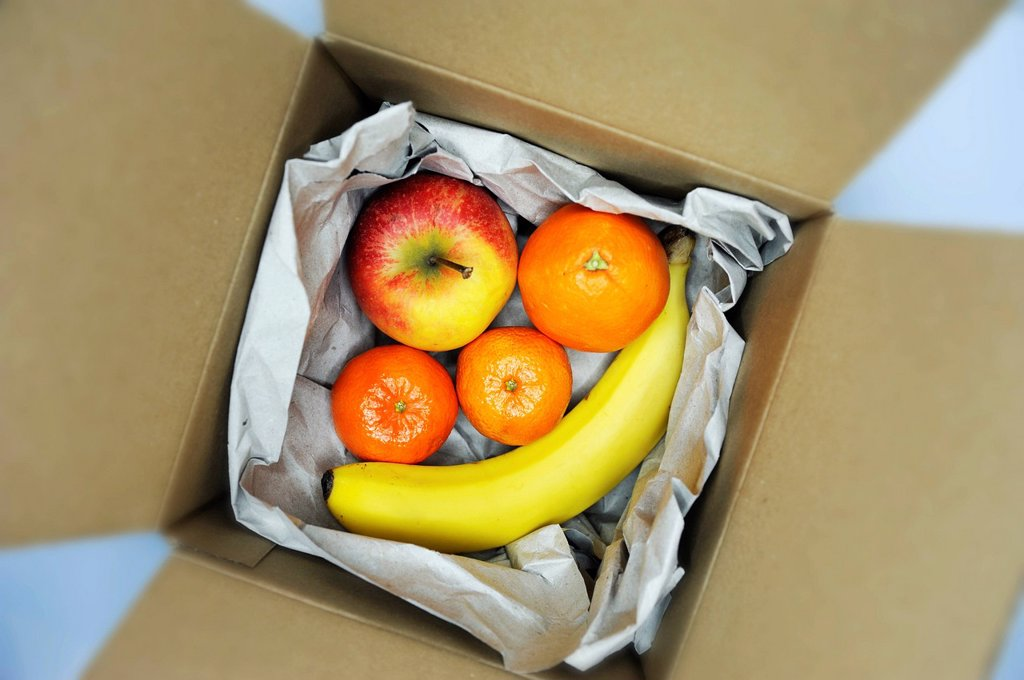 Stock Photo: 1848-605226 Parcel with fruit, symbolic image for online grocery shopping