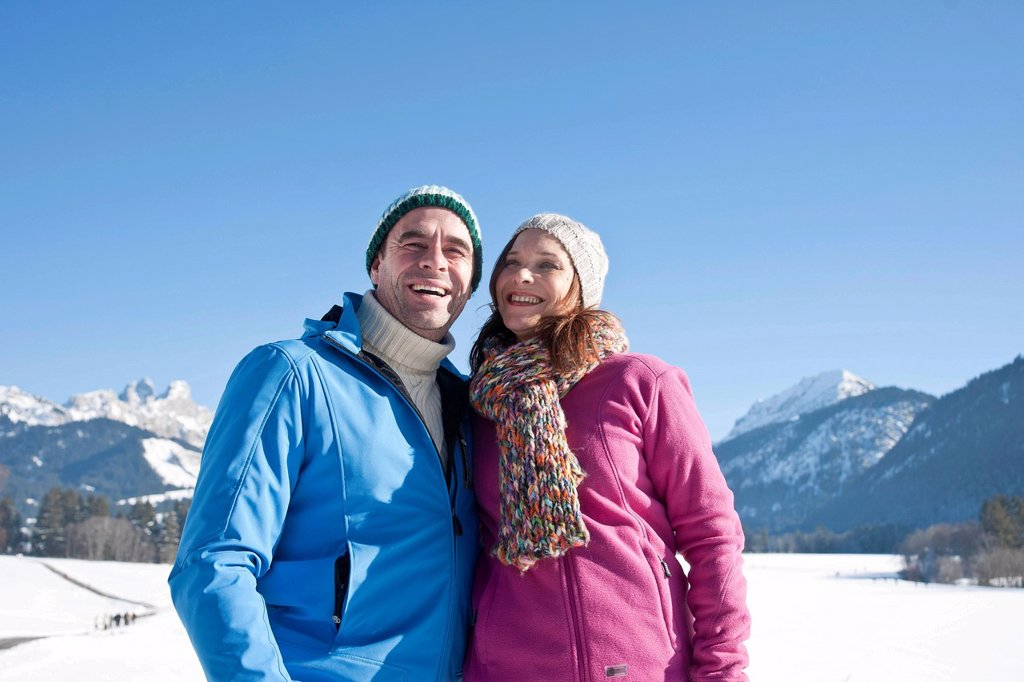 Stock Photo: 1848-605928 Couple in the snow in the mountains