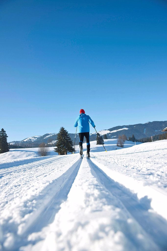 Stock Photo: 1848-605965 Cross_country skiing man