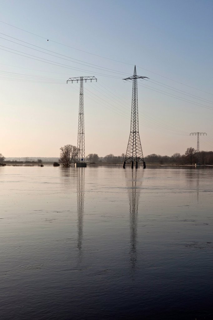 Stock Photo: 1848-606538 Electricity pylons in the Elbe flood, Ferchland, Saxony_Anhalt, Germany, Europe