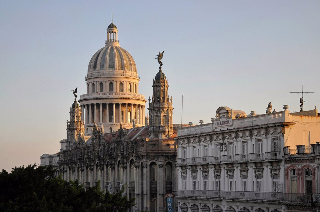 Sunset, National Capitol Building, Plaza Central square, historic district, Havana, Cuba, Caribbean, Central America : Stock Photo