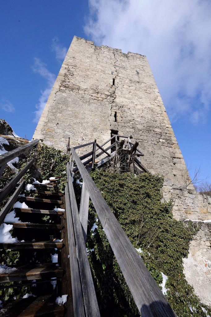 Ruins of Rauhenstein Castle in winter, Baden, Lower Austria, Austria, Europe : Stock Photo