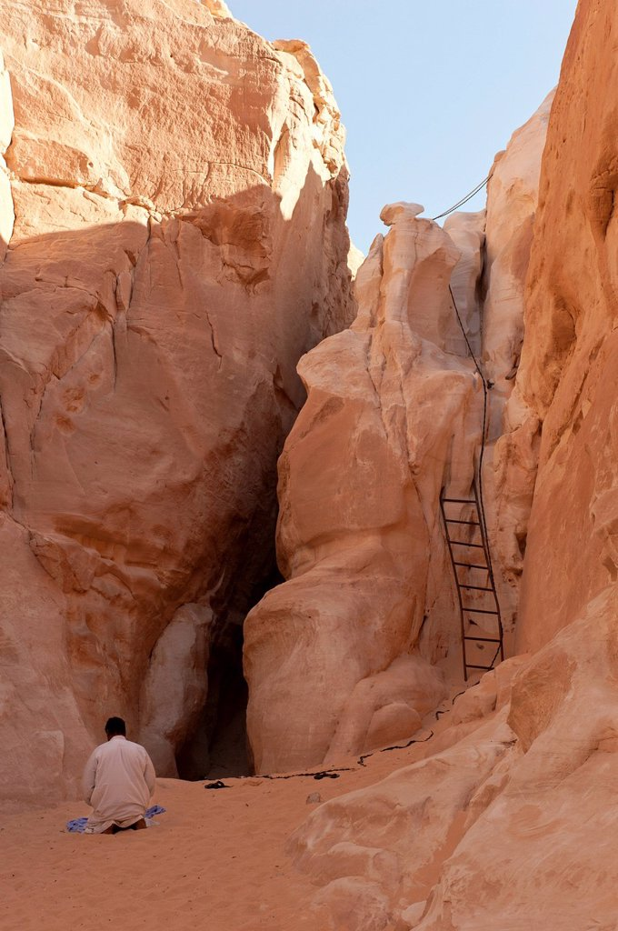Prayer after the descent into the White Canyon, Sinai, Egypt, North Africa : Stock Photo
