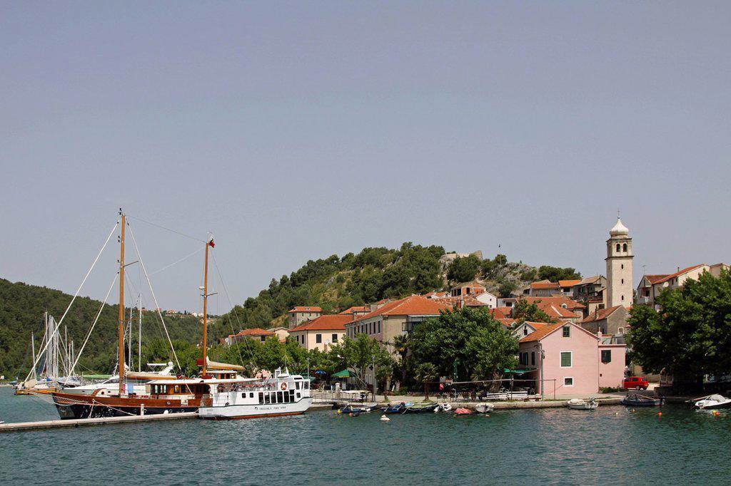 Stock Photo: 1848-609912 Harbour and river Krka, Skradin, Dalmatia, Croatia, Europe