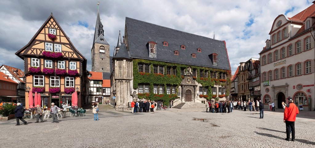Stock Photo: 1848-610126 Market square in Quedlinburg with the town hall, Unesco World Heritage site, eastern Harz, Saxony_Anhalt, Germany, Europe