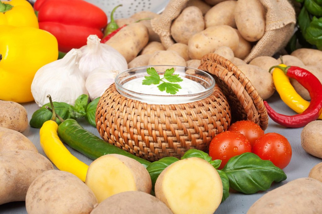 Stock Photo: 1848-610254 Potatoes with quark and vegetables