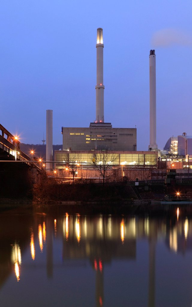 Stock Photo: 1848-610286 Coal_fired EnBW cogeneration plant in Stuttgart_Gaisburg on the Neckar River, on the left, the bridge over the Neckar River with district heating pipes, Stuttgart, Baden_Wuerttemberg, Germany, Europe