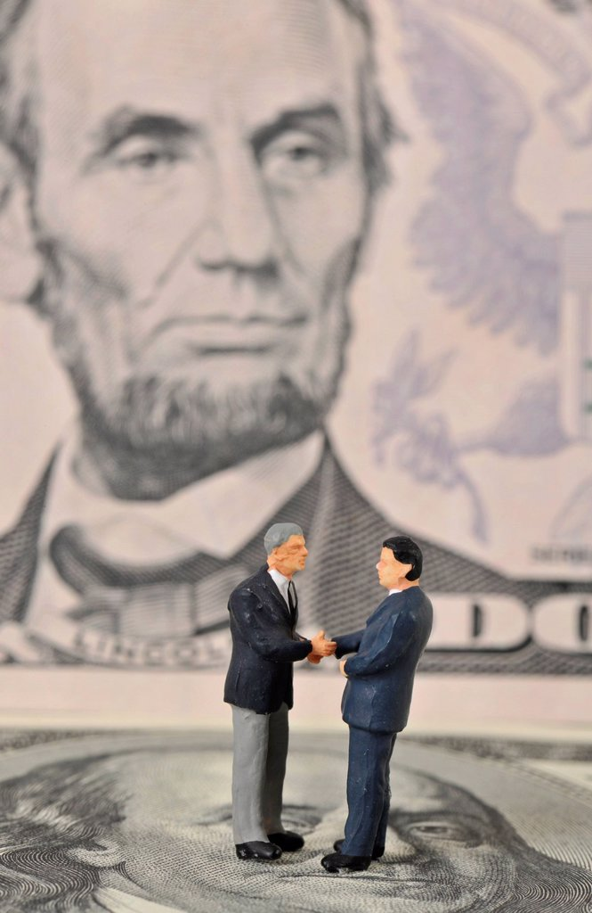 Stock Photo: 1848-610728 Manager figures on U.S. dollars, symbolic image for business, business men, sealing a contract