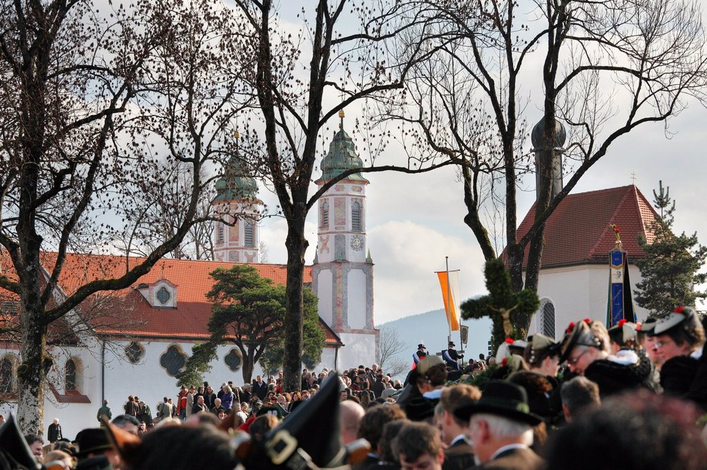Stock Photo: 1848-611704 Leonhardi procession, Holy Cross Church and Leonhardi Chapel, Bad Toelz, Isarwinkel, Upper Bavaria, Bavaria, Germany, Europe