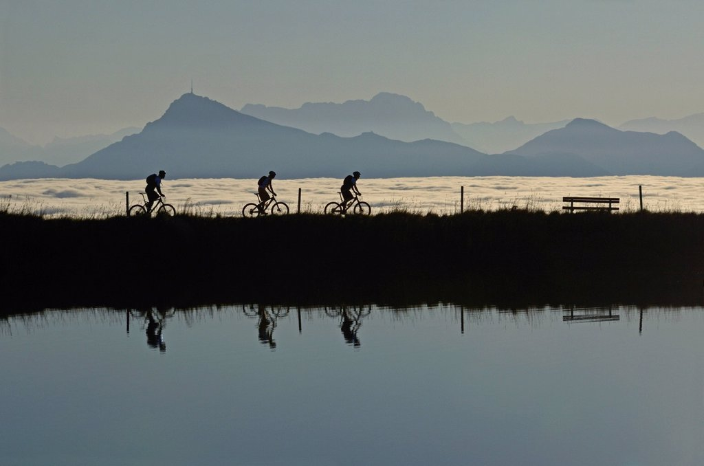 Stock Photo: 1848-612154 Mountain bikers at Salvensee Lake, Mt Hohe Salve, Mt Kitzbueheler Horn, Kitzbuehel Alps, Tyrol, Austria, Europe