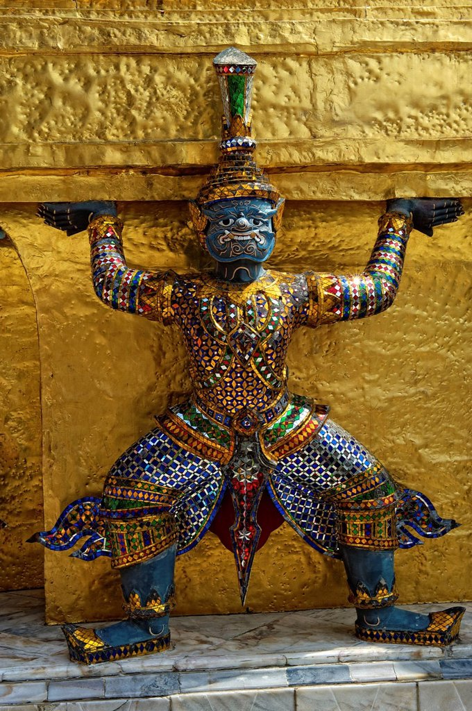 Carrier statue, Prasat Phra Dhepbidorn, Wat Pho, Wat Phra Chetuphon, Temple of the Reclining Buddha, Bangkok, Thailand, Asia : Stock Photo