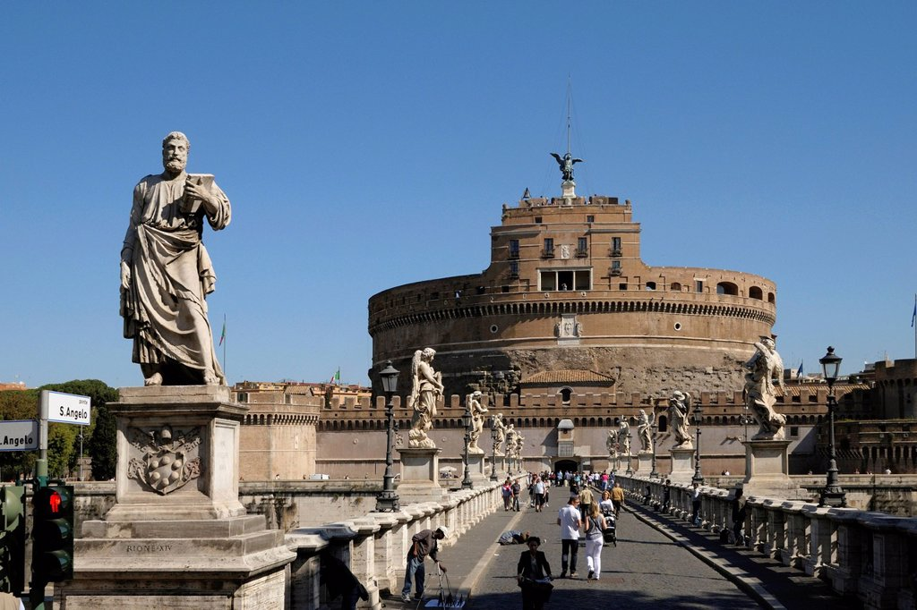 Ponte Sant´Angelo, Bridge of Angels and Castel Sant´Angelo, Castle of the Holy Angel, Rome, Italy, Europe : Stock Photo