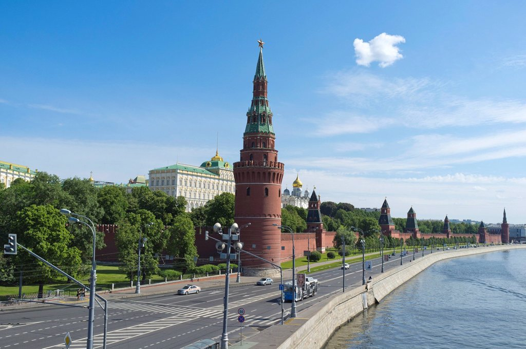 Stock Photo: 1848-615318 Moscow Kremlin as seen from Greater Stone Bridge, Moscow, Russia, Eurasia