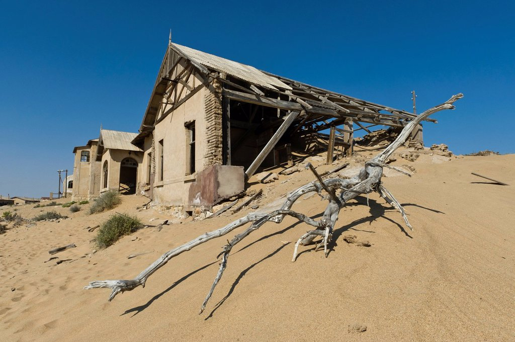 Ruined house, abandoned diamond mine, Kolmanskop, Namibia, Africa : Stock Photo