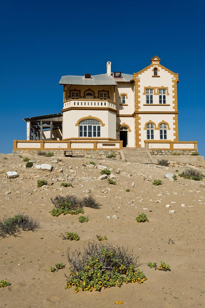 Stock Photo: 1848-618180 Ruined house of the mine manager, abandoned diamond mine, Kolmanskop, Namibia, Africa