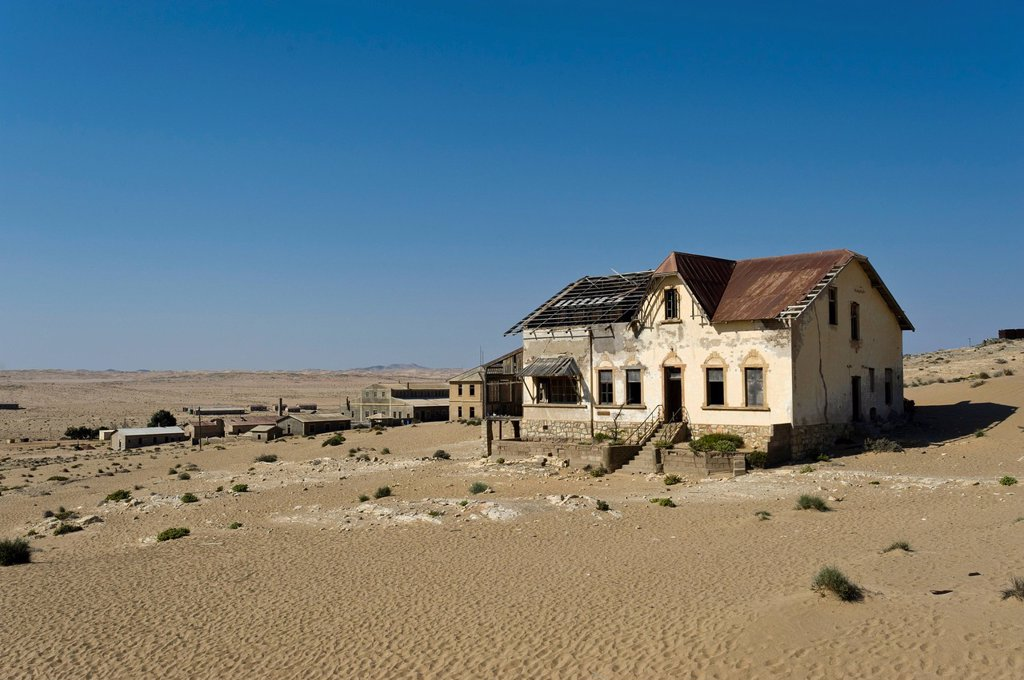 Stock Photo: 1848-618181 Ruined house of a bookkeeping clerk, abandoned diamond mine, Kolmanskop, Namibia, Africa
