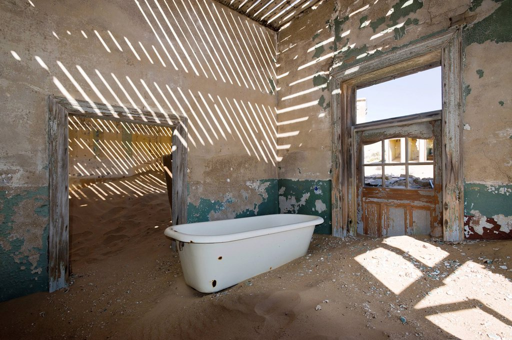 Bath tub in a ruined house, abandoned diamond mine, Kolmanskop, Namibia, Africa : Stock Photo