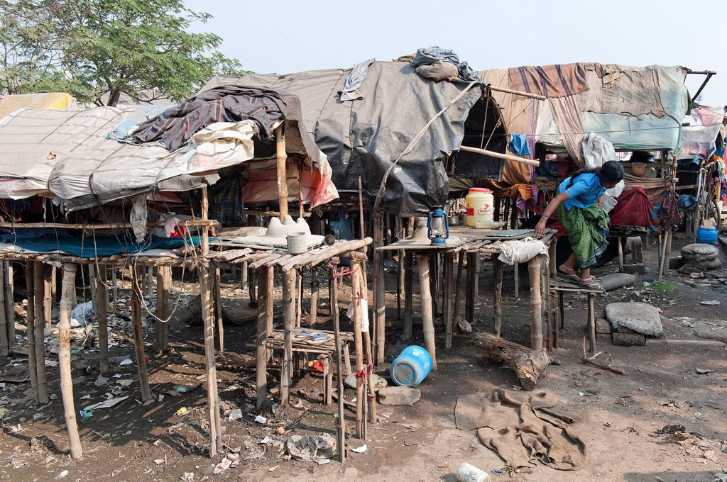 Huts, slum, Shibpur district, Haora or Howrah, Kolkata or Calcutta, West Bengal, East India, India, Asia : Stock Photo