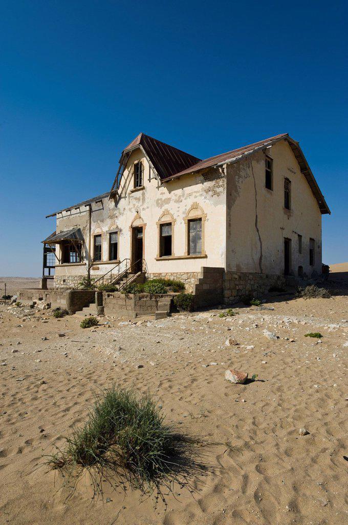 Ruined house of a bookkeeping clerk, abandoned diamond mine, Kolmanskop, Namibia, Africa : Stock Photo