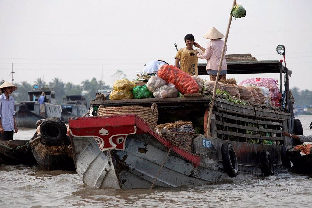 Floating market of Can Tho in the Mekong Delta, South Vietnam, Vietnam, Southeast Asia, Asia : Stock Photo