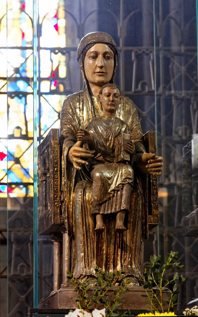 Seated statue of the Virgin Mary, called Notre Dame des Fers, 12th century, Notre Dame, Romanesque church, Orcival, Puy de Dome, France, Europe : Stock Photo