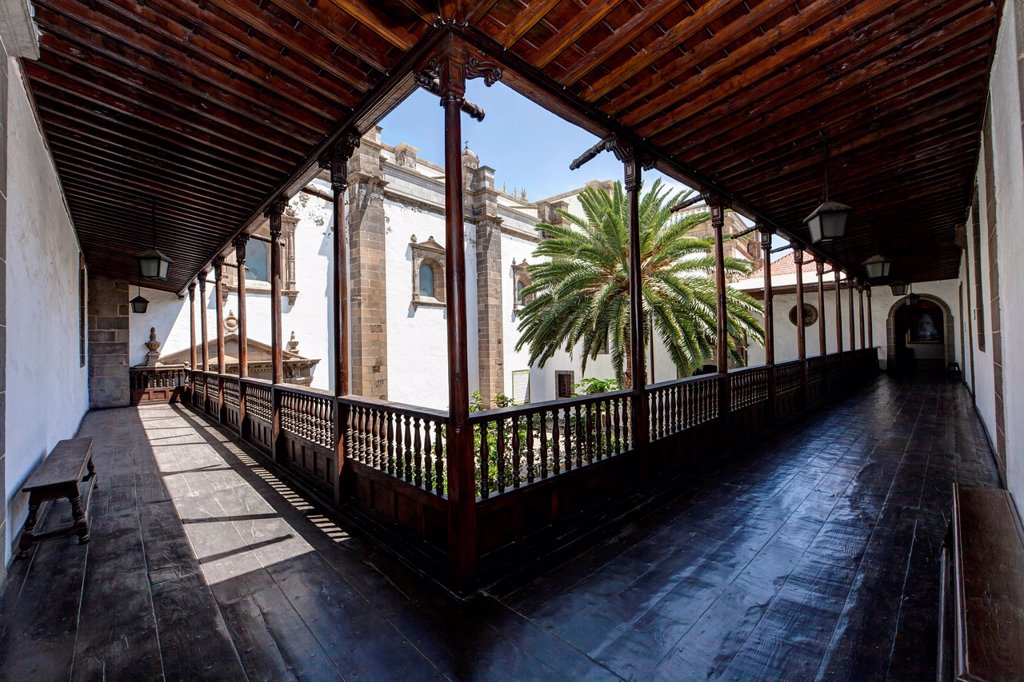 Stock Photo: 1848-620499 Courtyard of Santa Ana Cathedral in the Old Town of Las Palmas, Las Palmas de Gran Canaria, Canary Islands, Spain, Europe