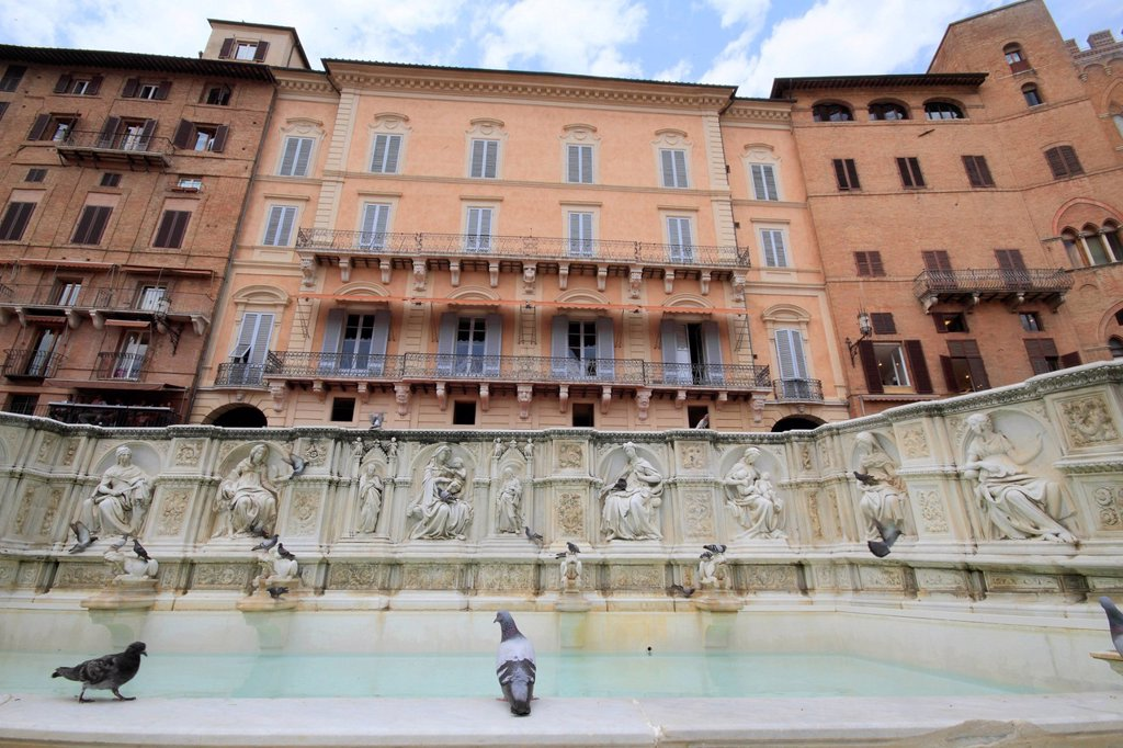 Stock Photo: 1848-620718 Fonte Gaia fountain, Piazza del Campo square, Siena, Italy, Europe