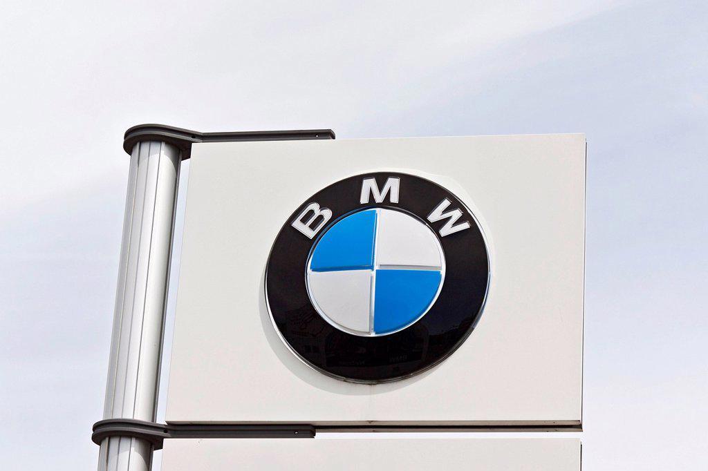 Stock Photo: 1848-621216 Sign, logo, BMW, Bayerische Motorenwerke AG, car manufacturer