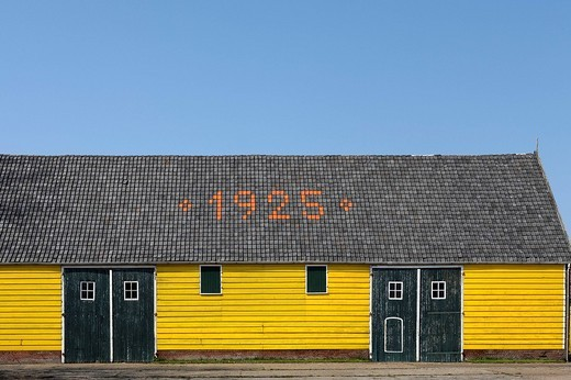 Bright yellow painted old shed near Zoutelande, Walcheren, Zeeland, Netherlands : Stock Photo